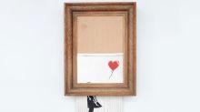 峰迴路轉!Banksy 經典《Girl With a Balloon》自毀後正式更名並成功售出
