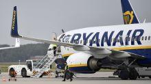 Ryanair deja en tierra tres aviones que volaban con grietas en las alas y el fuselaje