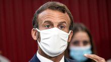 Attaque à Paris: Emmanuel Macron explique son silence