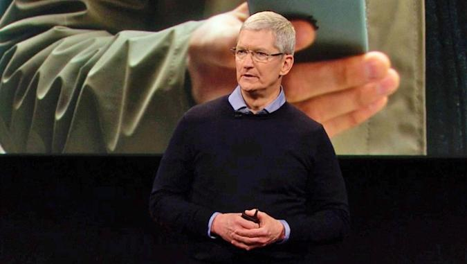 Apple pledges $1 billion to support manufacturing jobs in the US