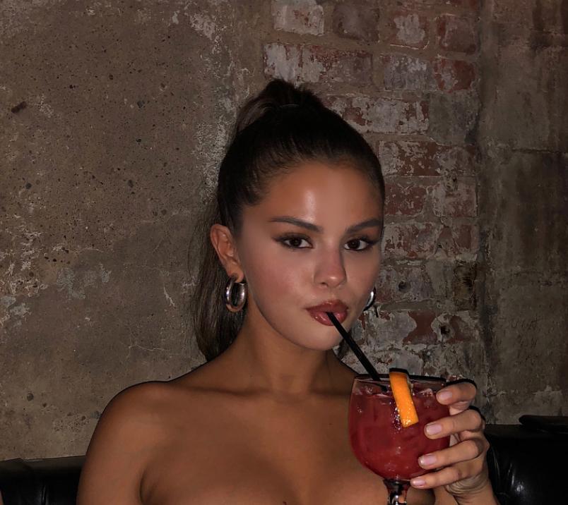 Selena Gomez Posts Beautiful Photo-2203