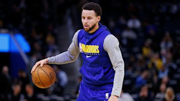 Return of the Chef? Curry participates in scrimmage