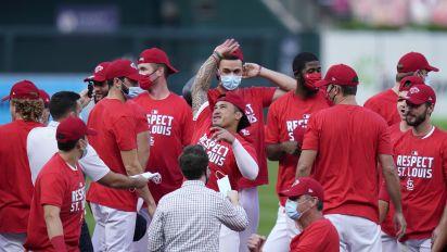 Cardinals, Brewers claim last NL postseason spots