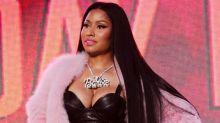 整個胸部「跑出來」,Nicki Minaj 霸氣化解走光尷尬場面!