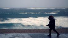 Un fuerte temporal de viento, oleaje y lluvias pone en alerta 13 comunidades