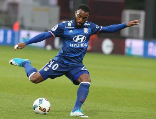 Em jogo atrasado, Lyon vence o Metz pelo Campeonato Francês