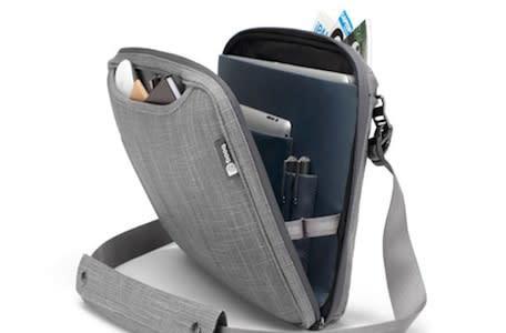 It's a bag, it's a sleeve, it's the Booq Viper courier