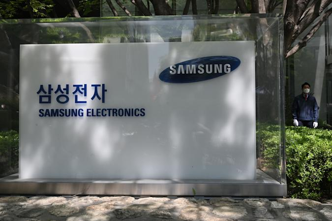 The logo of Samsung Electronics is seen outside the company's Seocho building in Seoul on May 6, 2020. - The heir to the Samsung empire bowed in apology on May 6 for company misconduct including a controversial plan for him to ascend to the leadership of the world's largest smartphone maker. (Photo by Jung Yeon-je / AFP) (Photo by JUNG YEON-JE/AFP via Getty Images)