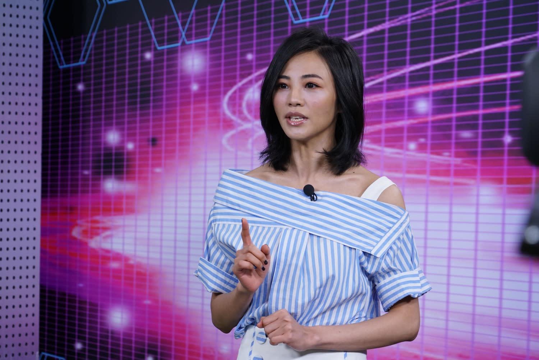 《台灣競讚》主持人安娜李直呼用電視看比賽好爽!圖:狼谷競技台/提供