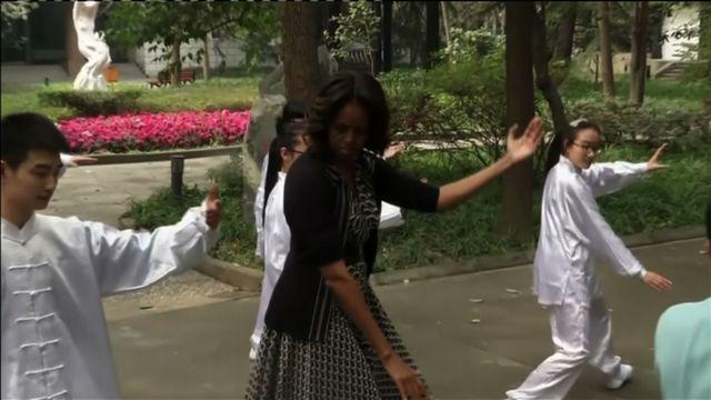 First lady tries tai chi at Chinese high school