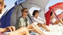 Das ultimative Urlaubstool: Strandmuschel und Schirm in einem
