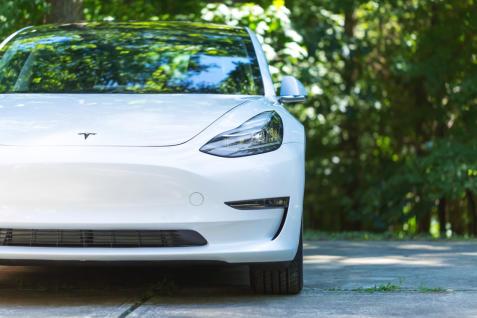 Elon Musk Says Tesla Will Fix What Critics Call The Model 3 S Gest Design Fail