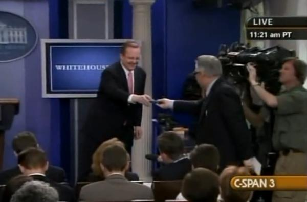 White House press conference overwhelmed by cell phones