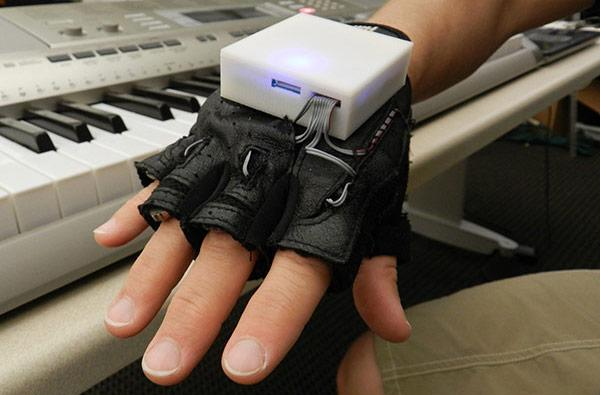 Vibrating glove gives piano lessons, helps rehab patients regain finger sensation and motor skills