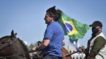 """""""O Brasil não vai se tornar aquilo que as outras pessoas querem"""", diz Bolsonaro a apoiadores"""