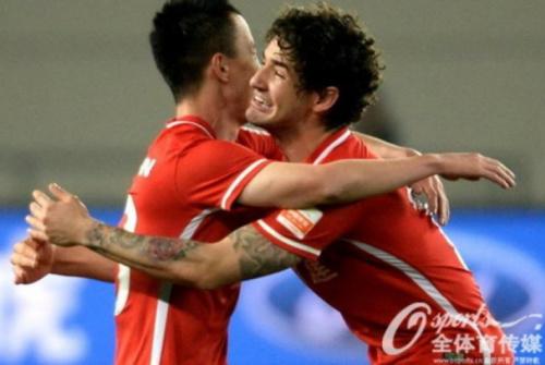 Pato tem boa atuação, dá assistência e ajuda na vitória do Tianjin