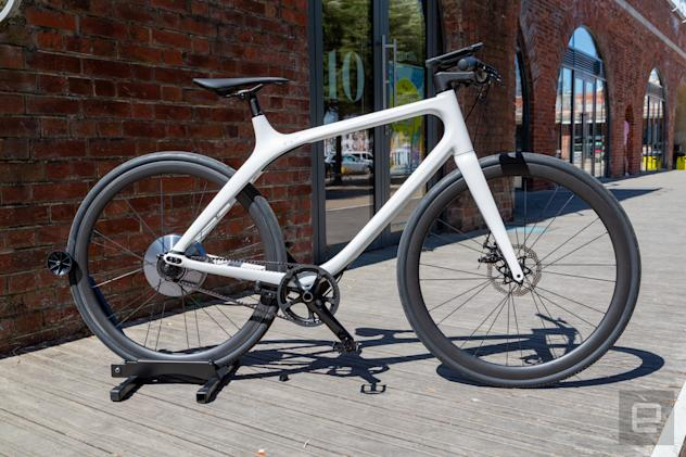 Gogoro's Eeyo 1s is so light you almost forget it's an e-bike