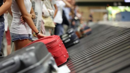 Airlines now have to refund fees for delayed bags