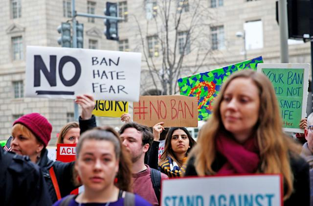 Federal judge temporarily suspends the revised travel ban