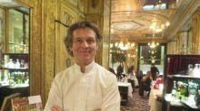 """Disparition de Pierre Troisgros : le chef Guy Martin se souvient de son """"côté humain"""" dans une famille qui a su """"donner l'amour et la transmission"""""""