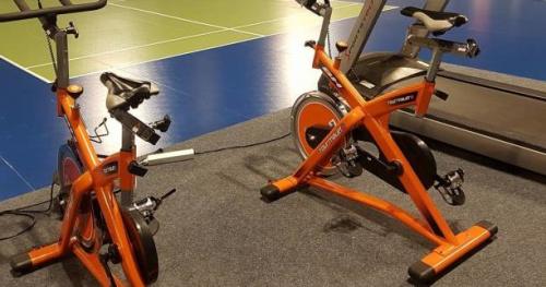 Badminton - Proprioception, élastiques, cardio, développé-couché : la préparation physique de l'équipe de France de badminton à l'INSEP