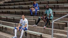 Schalke-Trikots mit Symbolkraft - Hommage von Rapper
