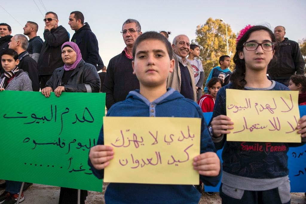 Israeli Arabs protest the day after the demolition of houses for not having the required building permits in the Israeli Arab city of Qalansuwa on January 11, 2017 (AFP Photo/JACK GUEZ)