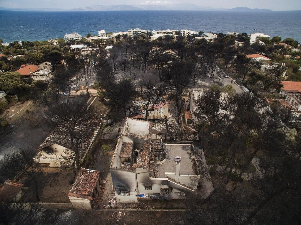 An aerial view of the destruction the wildfire wreaked in the village of Mati, near Athens (AFP Photo/SAVVAS KARMANIOLAS)