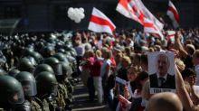 Biélorussie : des dizaines de milliers de manifestants défilent encore contre le président Loukachenko