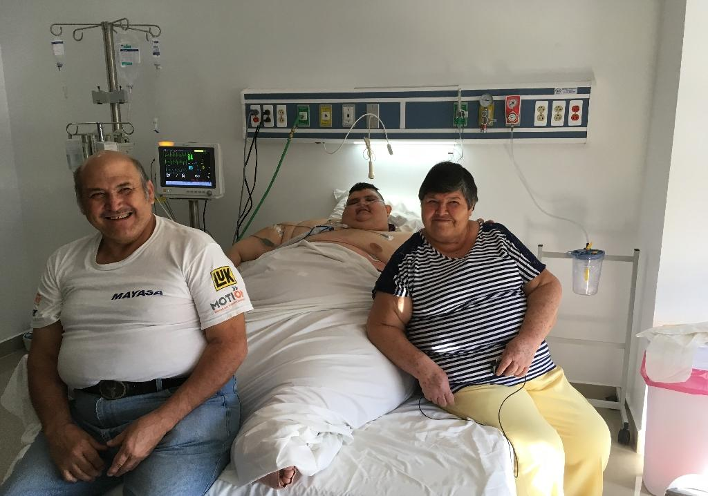 Thirty-two-year-old Mexican Juan Pedro Franco, once the 'world's heaviest man,' is seen here Thursday recovering from surgery, accompanied by his parents Herminio Franco and Maria Salas
