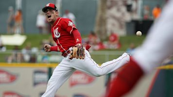 Reds All-Star Scooter Gennett out 2-to-3 months after freak spring training injury