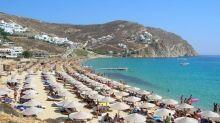 Mykonos è la meta preferita dei VIP, chi sono le star invacanza e come visitare l'isola greca