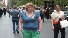 Experimento social muestra cómo se mira a las personas con sobrepeso