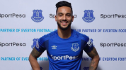 Walcott completes Everton move to end Arsenal era