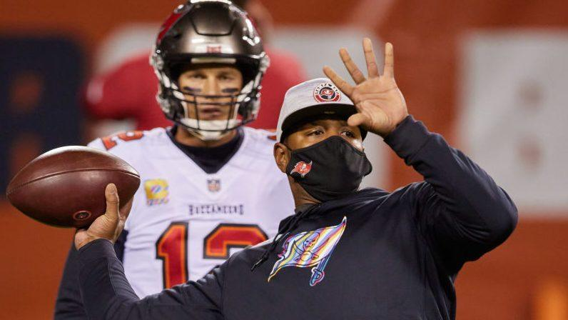 """Byron Leftwich on Tom Brady's influence on the offense: """"The quarterback is the offense"""""""