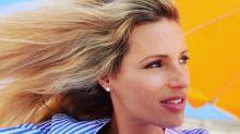 La showgirl svizzera sceglie di rimanere nel nostro Paese per le vacanze