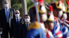 ESPECIAL-Bolsonaro colocou generais para combater coronavírus, e Brasil está perdendo a batalha