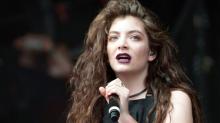 Lorde Apologizes for Whitney Houston Bathtub Pic