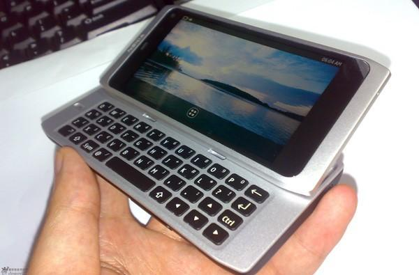 Nokia's QWERTY-slidin' N9 shows up in the wilds of China (update: running MeeGo!)