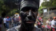 Cientos de personas desafían a la Iglesia católica y a la pandemia con una fiesta pagana en Nicaragua