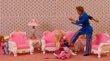 Retiran una exposición sobre violencia machista hecha con muñecas Barbie por ser demasiado explícita