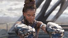 Superhelden-Vorbilder: Kinder posieren als Black-Panther-Charaktere