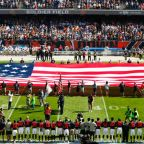 Bears lock arms, Steelers remain inside for national anthem amid President Trump's comments