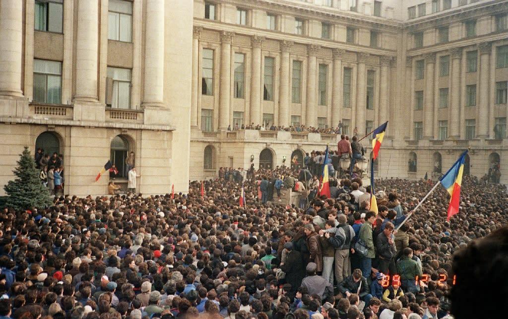 Romania seeks to prosecute ex-president over revolution
