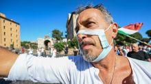 Mil pessoas protestam em Roma contra máscaras e vacinas