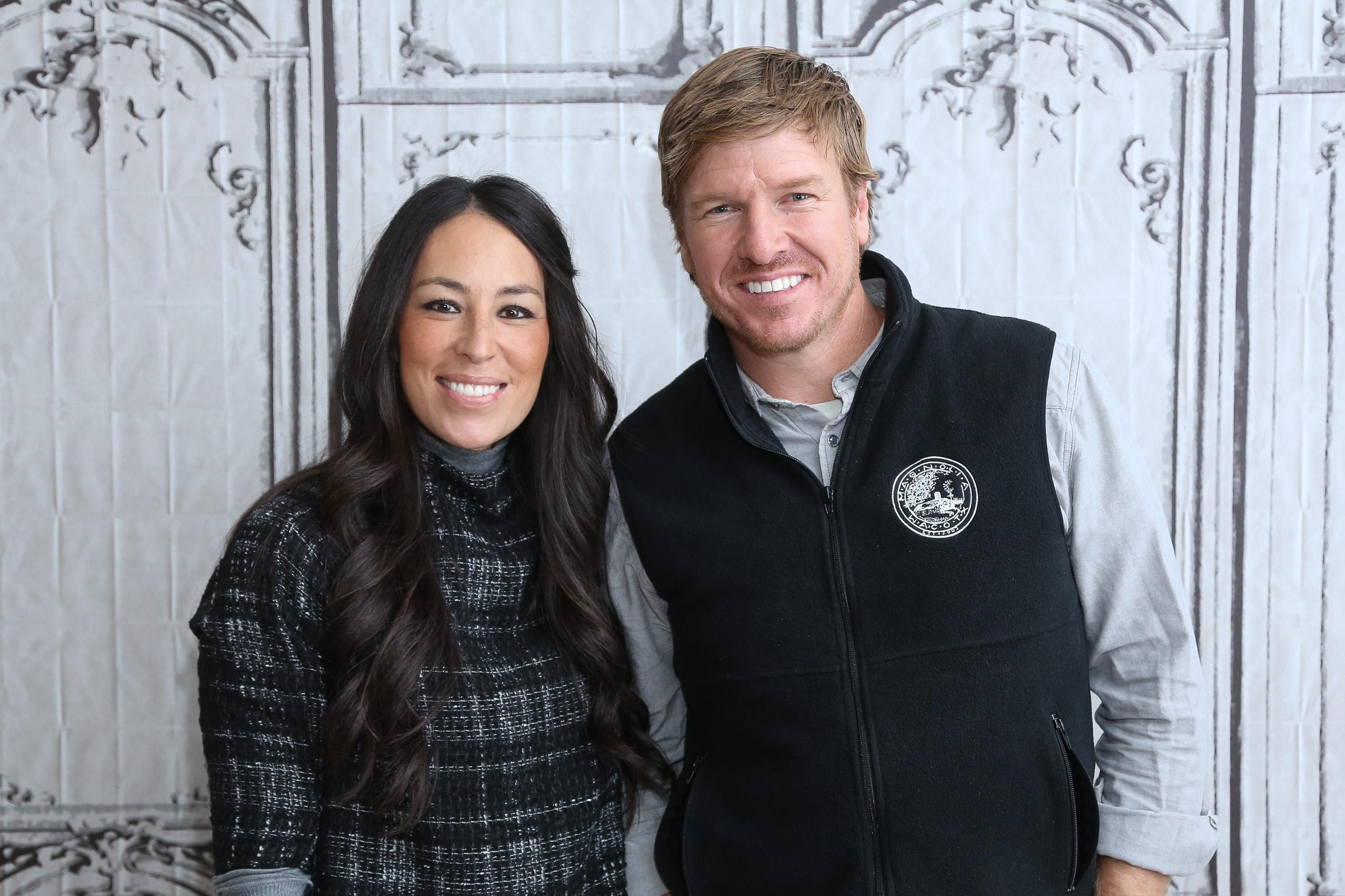 It 39 S Official Chip And Joanna Gaines Will End 39 Fixer