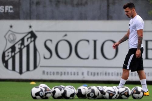 Santos se reapresenta sem Zeca, mas com titulares em campo