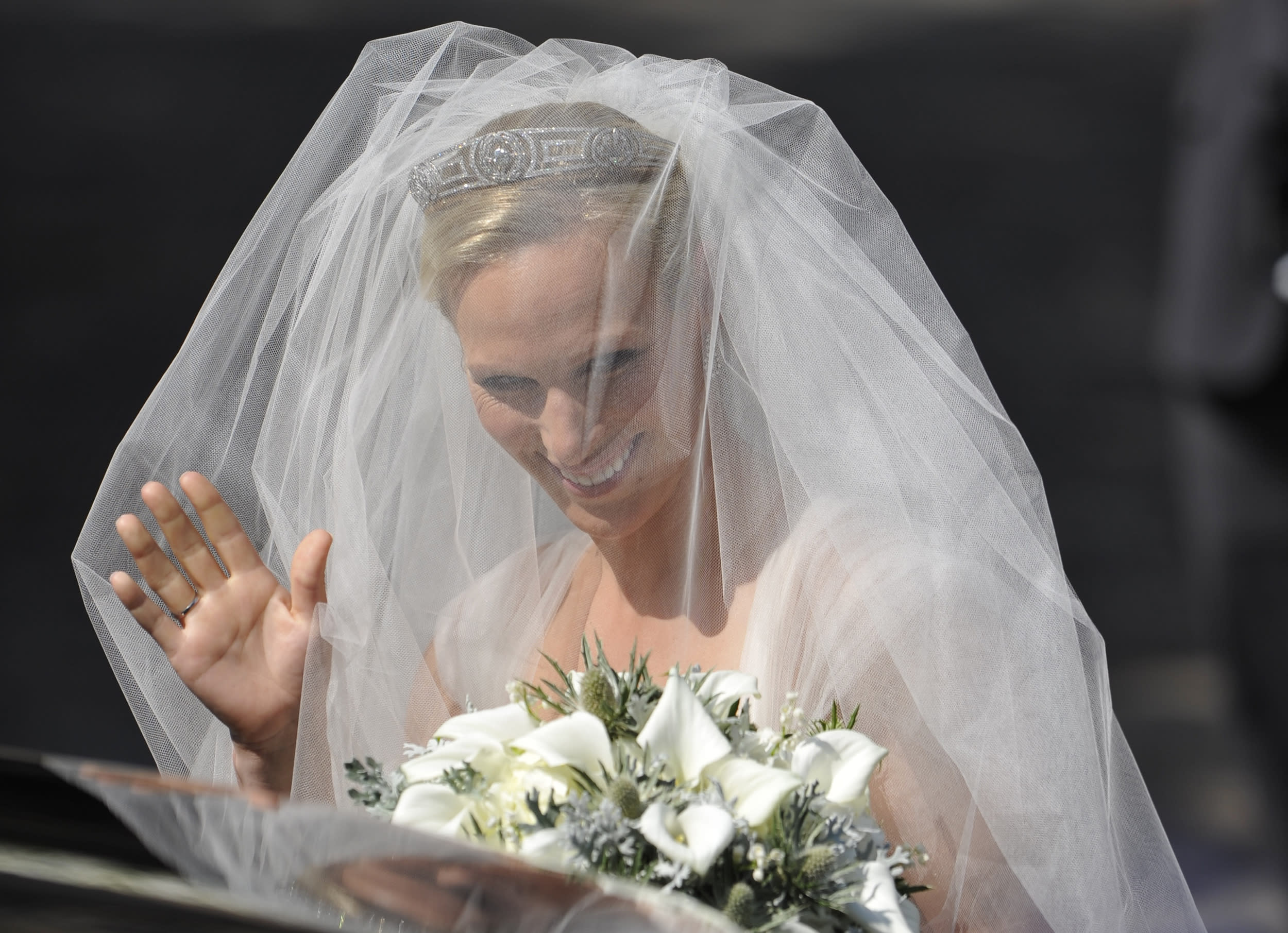 Britain's Zara Phillips, the eldest granddaughter of Queen Elizabeth, arrives  for her wedding to England rugby captain Mike Tindall, at Canongate Kirk in Edinburgh, Scotland July 30, 2011.   REUTERS/Dylan Martinez (BRITAIN  - Tags: ENTERTAINMENT SOCIETY ROYALS IMAGE OF THE DAY TOP PICTURE)