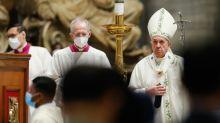 El papa pide la paz en una misa por Birmania
