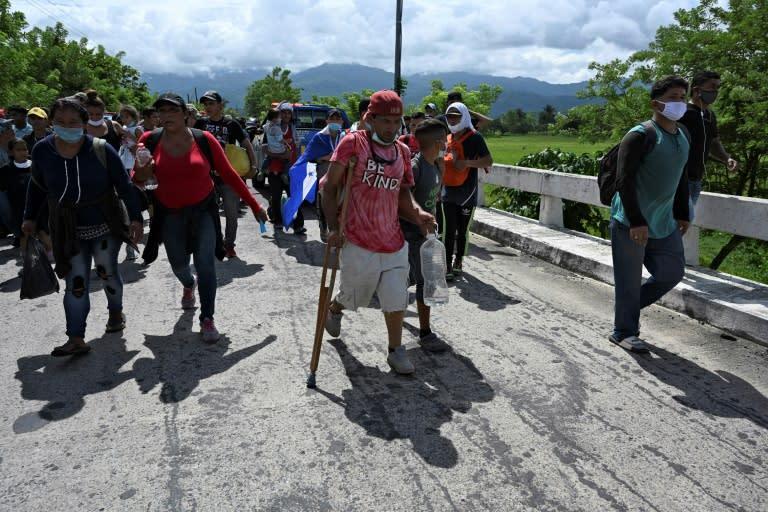 Honduran migrants heading north after crossing into Guatemala at Entre-Rios